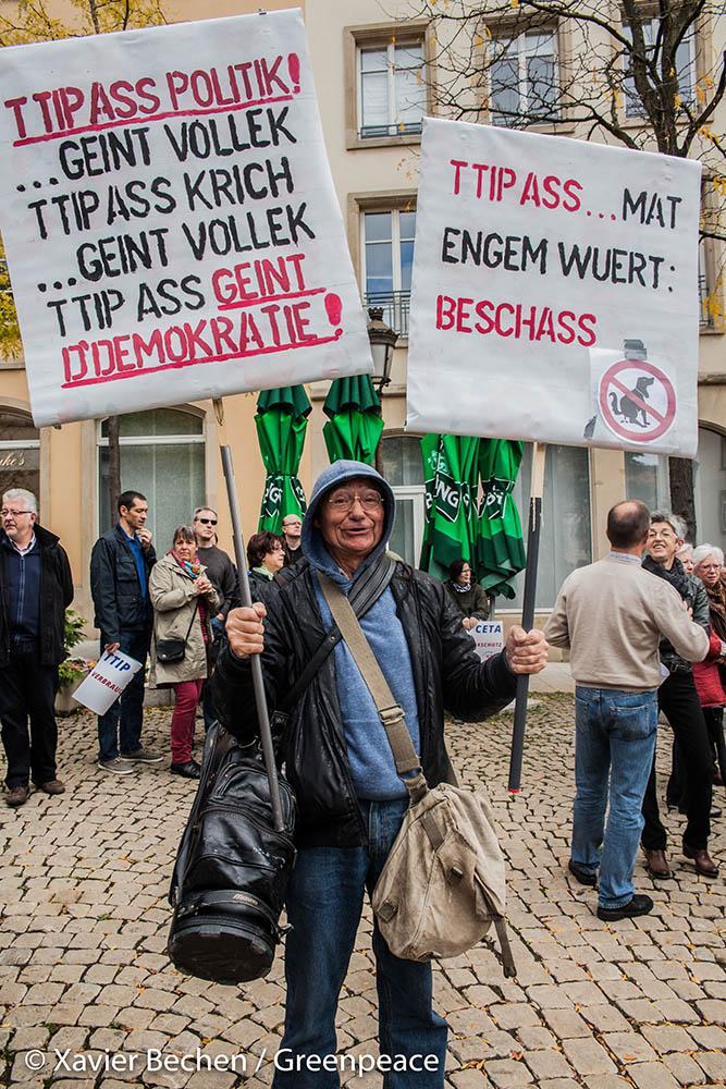 2015-10-10_Greenpeace_TTIP-Manifestation_Luxembourg-Ville_-®XavierBechen-Watermarked-2295 - Copy